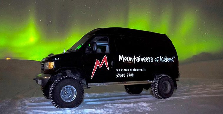 Northern Lights Hunt by Super Jeep