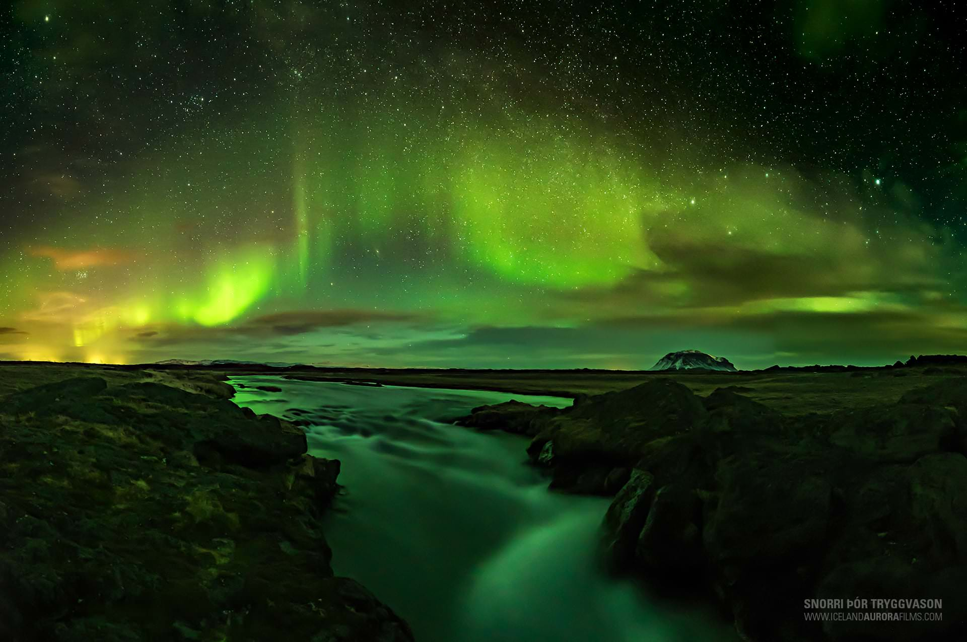 Northern Lights Hunt In Iceland